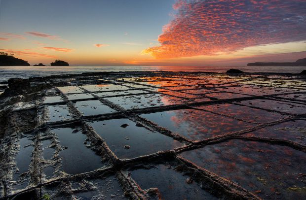 """Tessellated Pavement Sunrise Landscape"" by JJ Harrison (jjharrison89@facebook.com) - Own work. Licensed under CC BY-SA 2.5 via Commons"